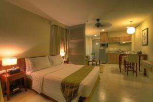 Deluxe-Hotel-Room